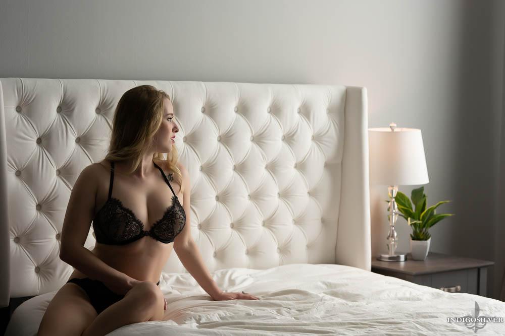wilmington boudoir photo sitting on edge of bed